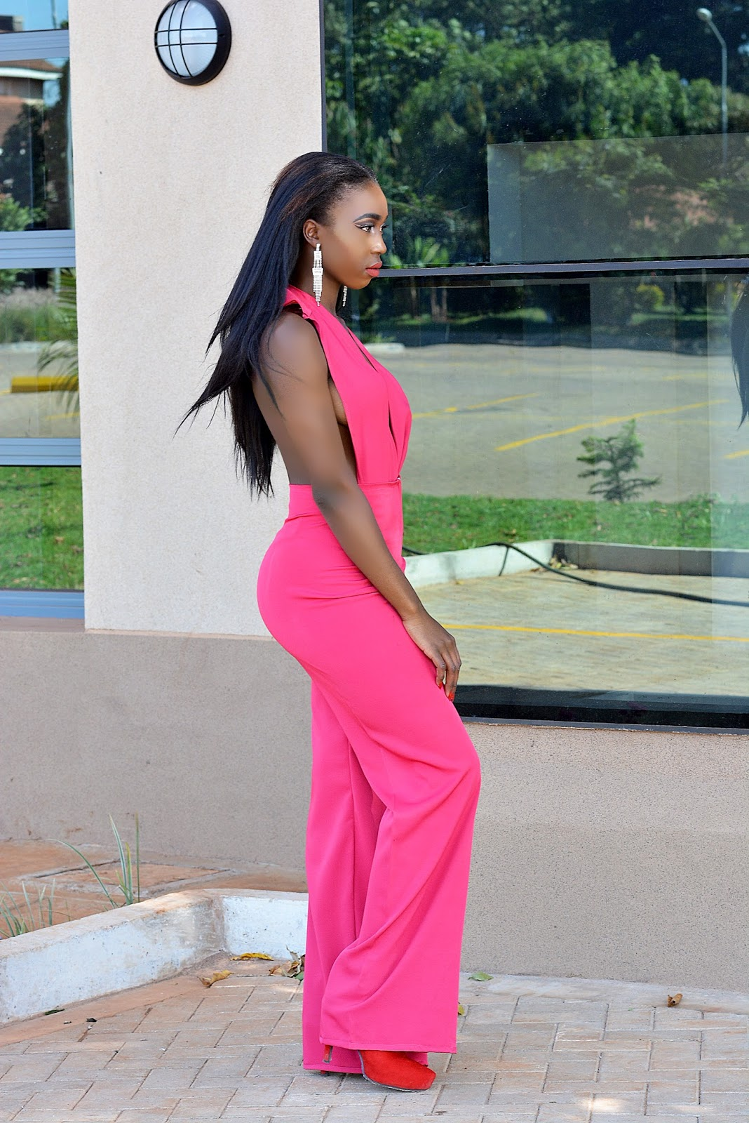 hot pink jumpsuit, jumpsuit, kenyan fashion blogger,  plunging neck jumpsuit, open back jumpsuit, choosing the perfect jumpsuit, ezil