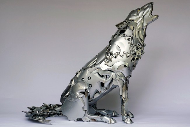 01-Arctic-Wolf-Ptolemy-Elrington-Hubcap-Creatures-and-other-Car-Parts-Animal-Sculptures-www-designstack-co
