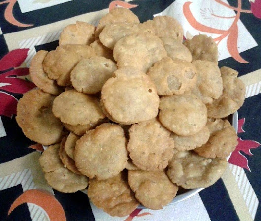 Mathri (Whole wheat flaky biscuit)  ~ Daily Swad Sugandh