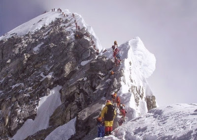 Everest: Escalón Hillary.Atasco en la parte final del ascenso al Everest por la cara Sur