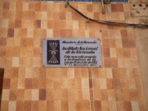 http://radiomoradebre.cat/wp/2016/04/22/lajuntament-de-mora-debre-rebutja-una-mocio-per-retirar-set-plaques-dhabitatge-amb-simbologia-franquista/