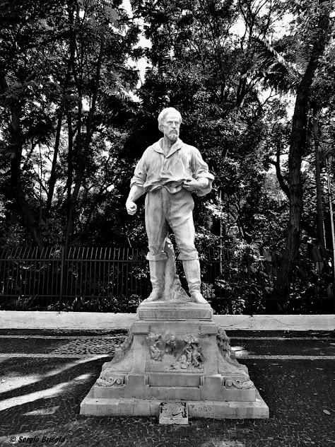 Retrato da Escultura Anhanguera - Parque Trianon - São Paulo