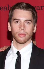 Jordan Gavaris Height - How Tall