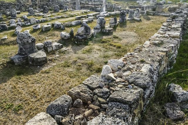 Restos de las tres alas de la catedralde Hierápolis