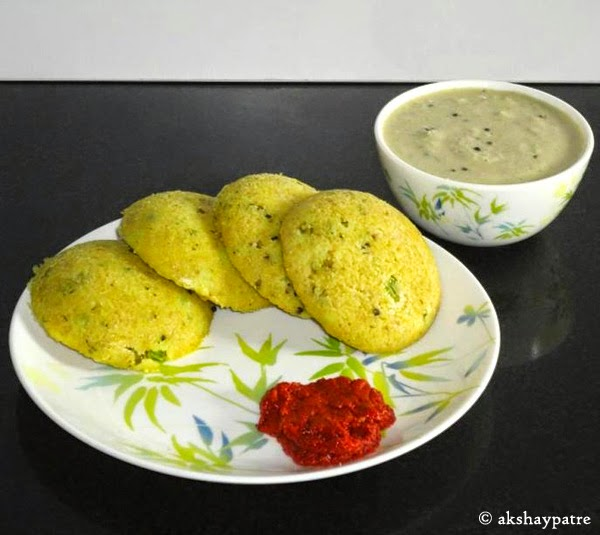 oats idli ready to serve