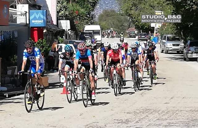 """400 ποδηλάτες της """"30ης Σπαρτακιάδας"""" πέρασαν από την Αργολίδα"""