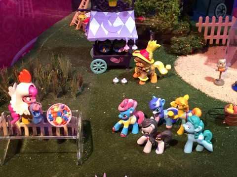 My Little Pony Friendship is Magic Collection Nightmare Night - Pinkie Chicken, Applejack Scarecrow, BG ponies