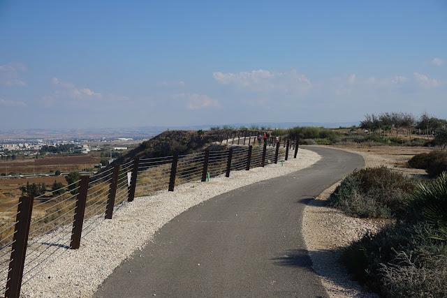 מסלול הליכה - פארק אריאל שרון