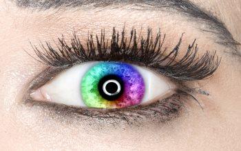 Wallpaper: Colors in her eye