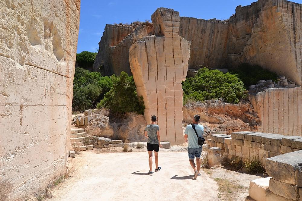 Un paraje inesperado eso es Lithica, Pedreres de S´Hostal una cita ineludible si vistas la isla de Menorca.