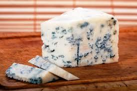 فوائد وأضرار الجبنه الريكفورد وقيمتها الغذائيه