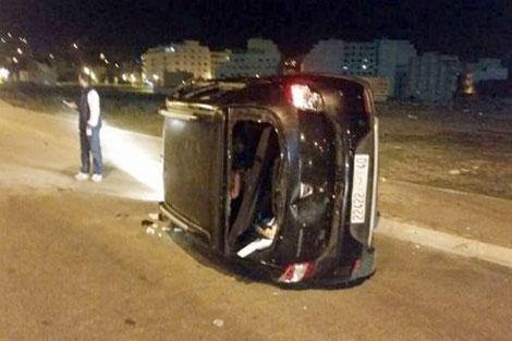 تمارة: انقلاب سيارة وإصابة ركابها بسبب تبادل الرشق بالحجارة بين جماهير الرجاء والجيش