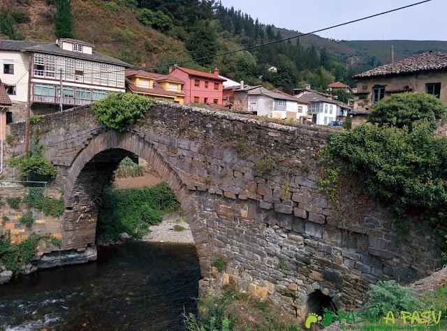 Puente medieval de Corias