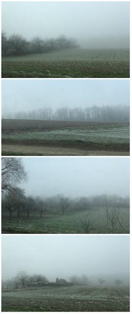 Ackerland im Nebel