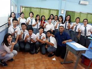 Menjadi jurnalis dan guru pilihan hidup Martin Karakabu