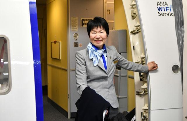 ANA 65세 정년 은퇴 객실승무원