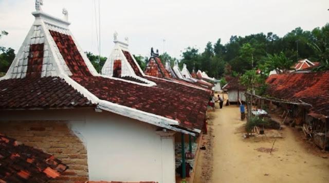 proses terbentuknya rumah adat madura tanean lanjhang