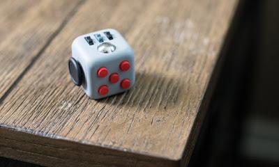 Useless machine Cube