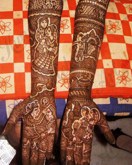 best-and-beautiful-bridal-mehndi-designs-for-full-hands-and-legs-11