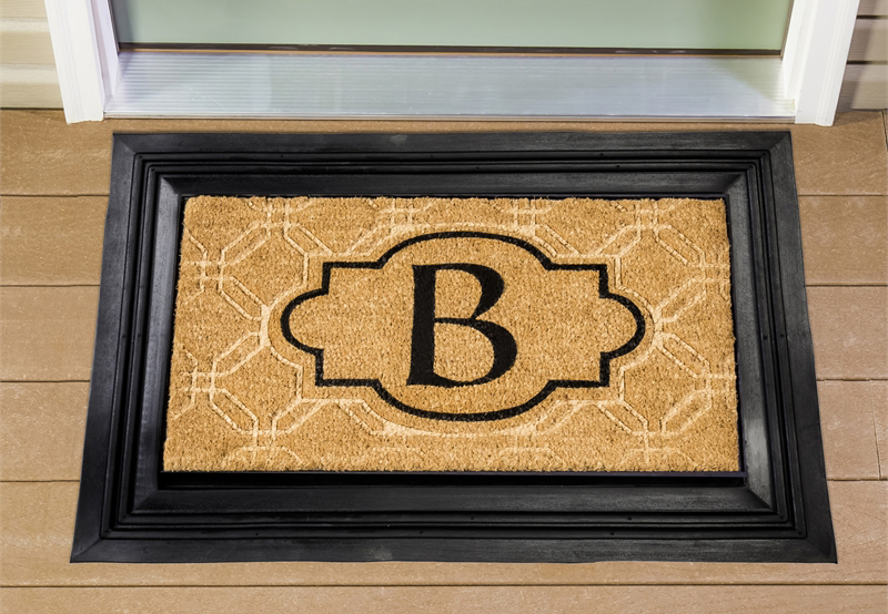Delicieux Make It Personal: Monogram Flags, Mats, And Door Décor