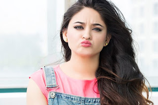Mahhi Vij Luscious Lips In Kissing Style