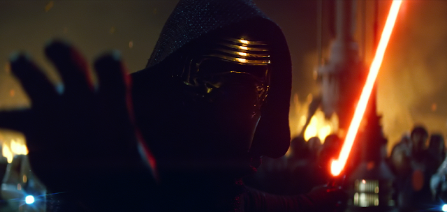 Personajul negativ Kylo Ren (Adam Driver) în Star Wars: The Force Awakens