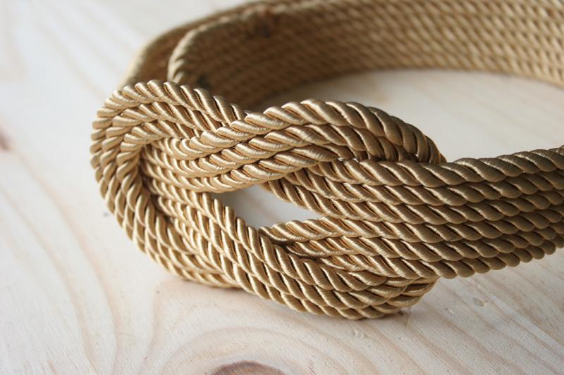 Decorar en familia _Diy cinturón de cordón de seda dorado1