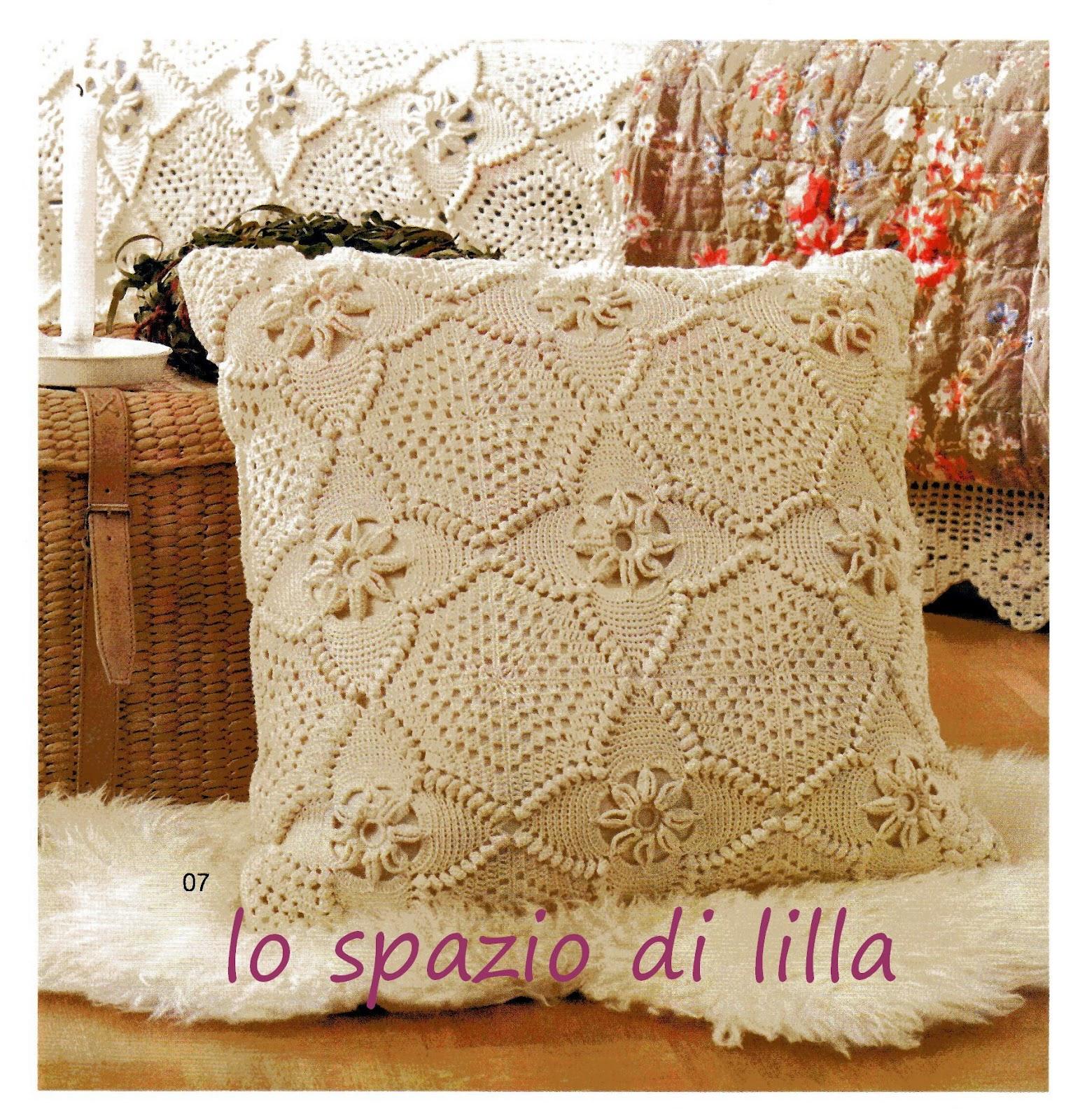 lo spazio di lilla A gentile richiestaIl copridivano a piastrelle crochet per Giustina