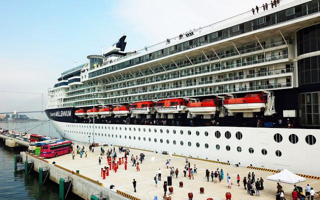 Du thuyền quốc tế cập cảng Hạ Long