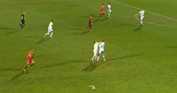 Ligue2 : Bagarre entre deux coéquipiers en plein match (Vidéo)