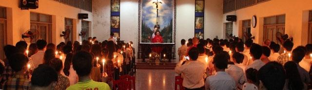 Cộng Đoàn Vinh ở Hà Nội có thánh lễ thắp nến cầu nguyện cho các thanh niên Công Giáo sắp bị đem ra xét xử tuần tới