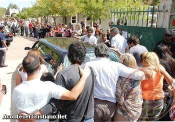 Dan último adiós al pastor Claudio Martínez