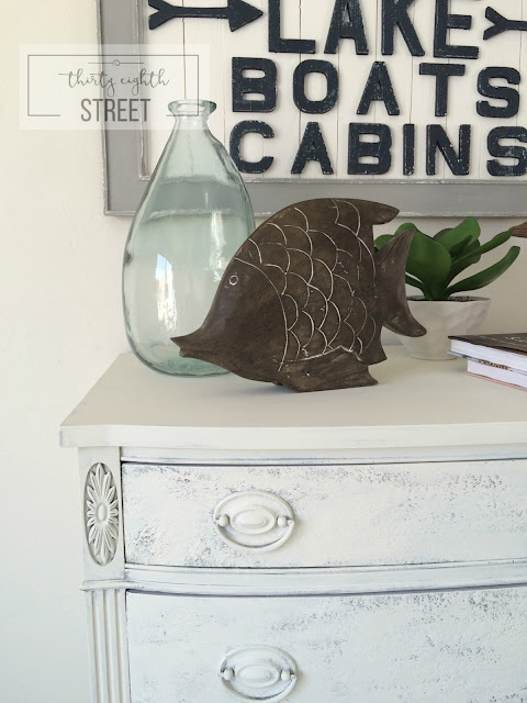 beachy distressed look, coastal living, chippy paint, how to get the chippy distressed look, furniture makeover using Saltwash,