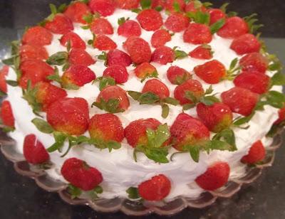 çilekli pasta doğum günü pastası