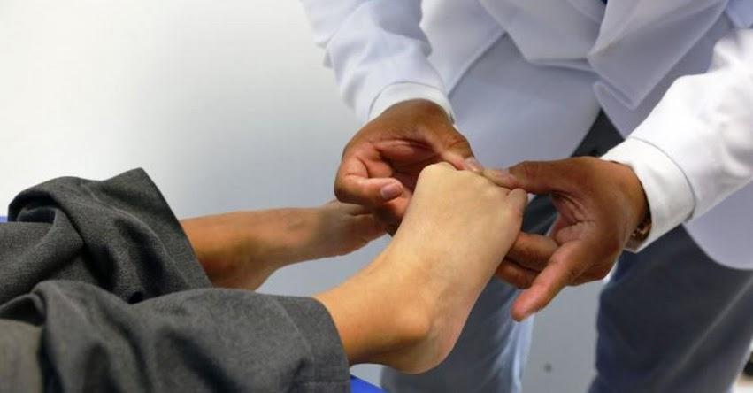 Mala elección del calzado escolar ocasiona trastornos en los pies, advierte especialista