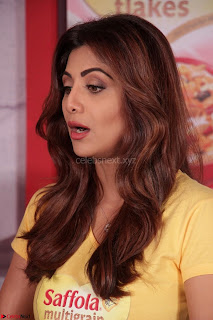 Shilpa Shetty super cute fit in Yellow T Shirt 21.JPG
