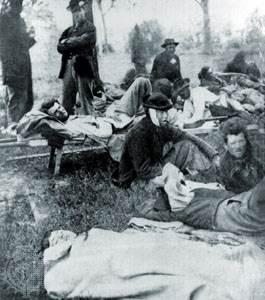 Soldados heridos en la batalla, Spotsylvania Court House, Virginia, mayo de 1864.