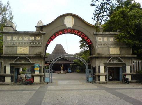 tempat wisata di kota solo Taman Sriwedari
