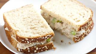 """<img src=""""sándwich-de-atún.jpg.jpg"""" alt=""""este sándwich, se prepara con pan integral, edulcorante artificial y atún en agua"""">"""