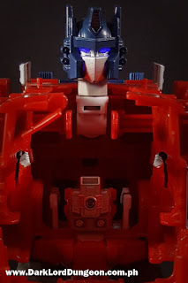 Ginrai mounted inside the Powermaster Optimus Prime