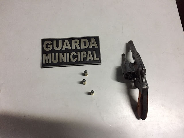 Indivíduo armado detido pela Guarda Municipal de Vila Velha (ES) após denúncia de disparos