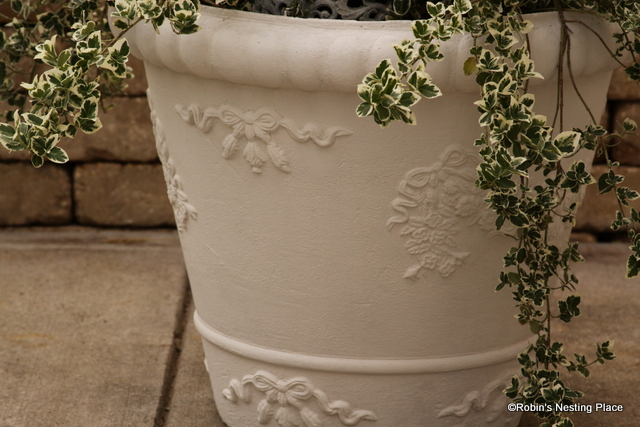 ROBINS NESTING PLACE: Sprucing Up Foam Planters