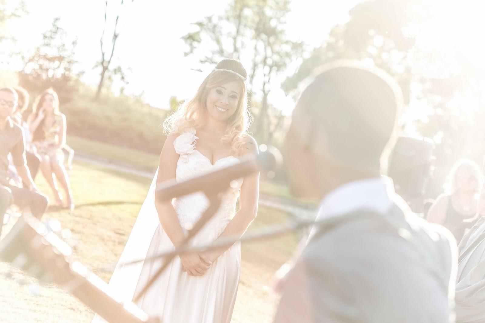 noivos - altar - votos - casamento de dia - casamento ao ar livre