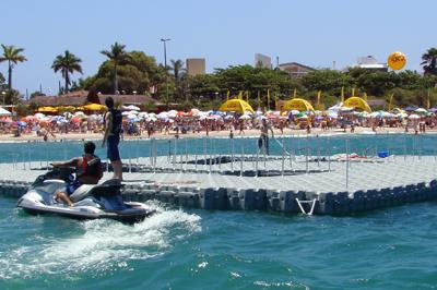 cf305e5d05b1e Píer flutuante enaltece a parceria entre Mormaii e Taikô e vira atração  turística na praia de Jurerê Internacional em Santa Catarina