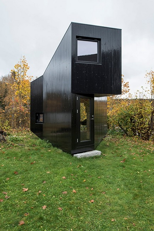 02-JVA-Micro-Architecture-with-the-Writer-s-Cottage-www-designstack-co