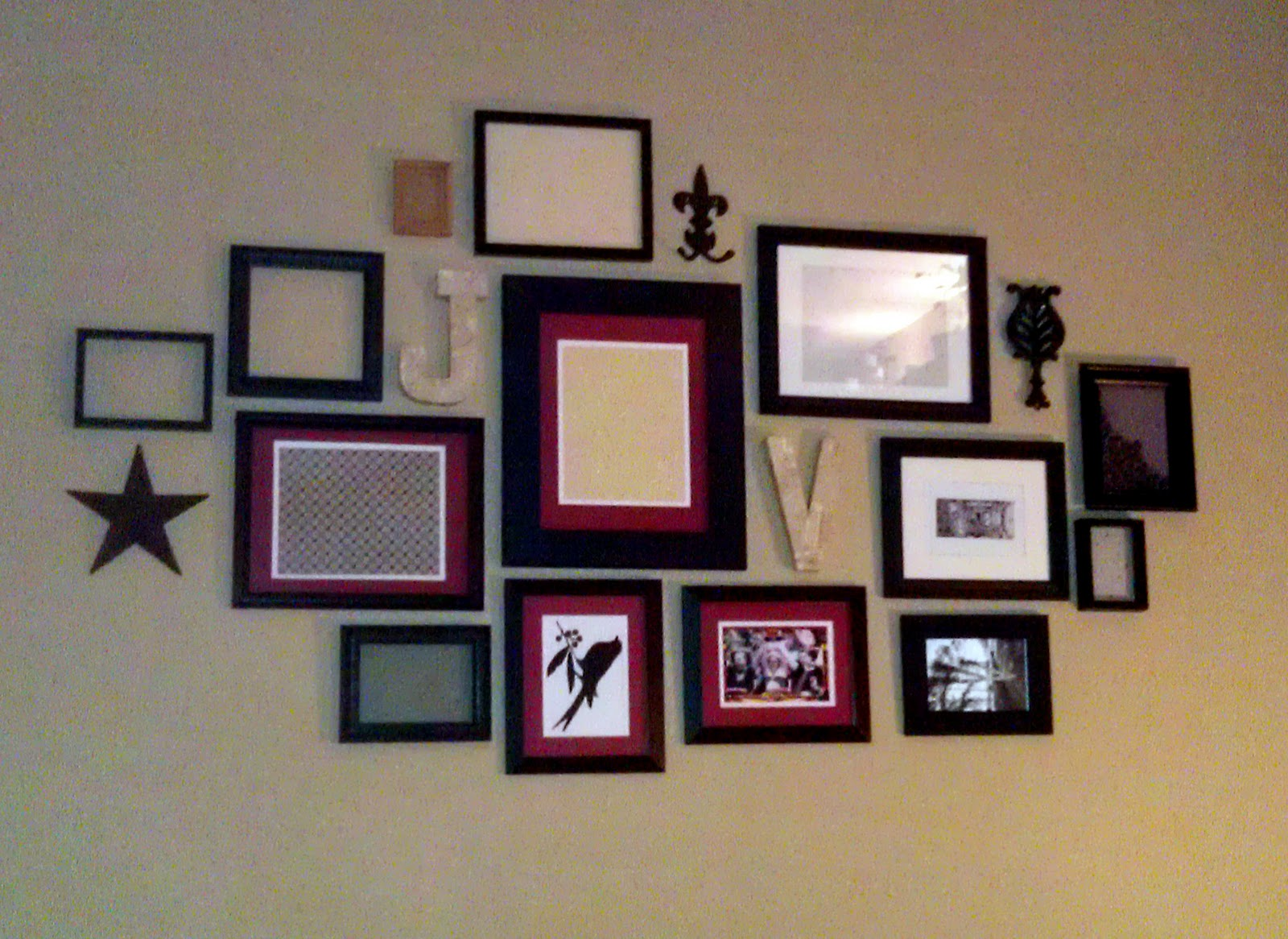 Cute Picture Frame Arrangement Ideas Collections   Photo And Picture ...