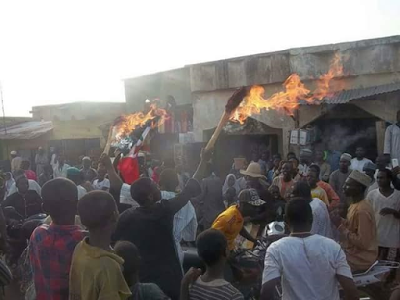 APC Members In Kaduna State Burns Their Brooms As They Defects To PDP