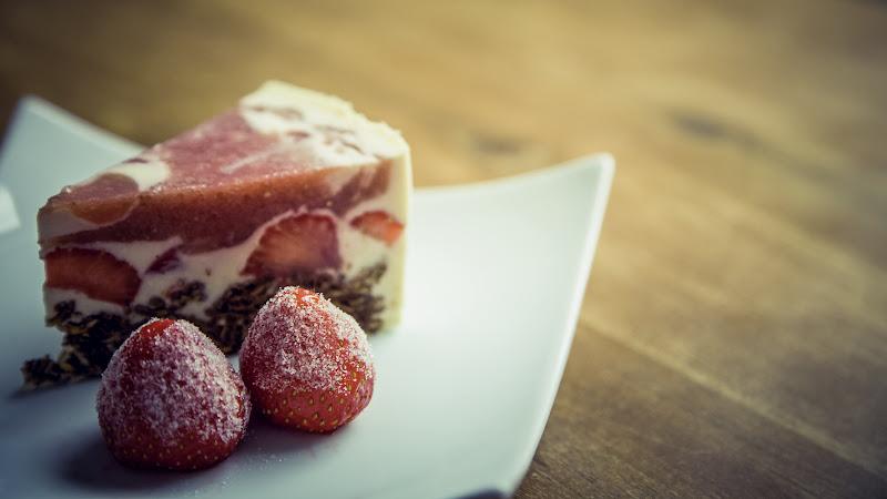 Strawberries Cake HD