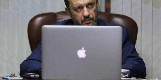 russia hunt google apple microsoft