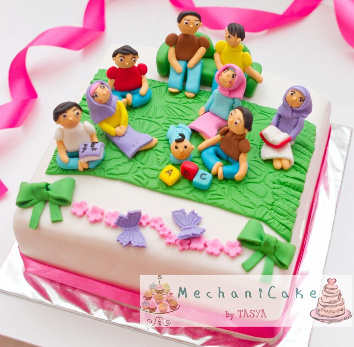 MechaniCake: Family In The Living Room Cake For Tena